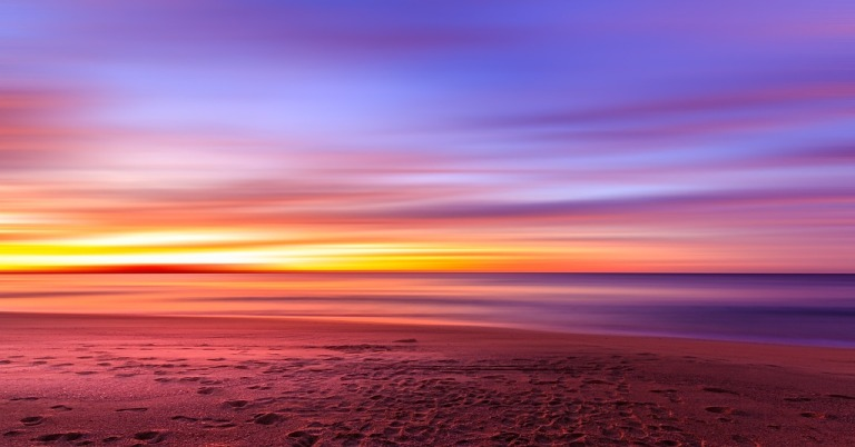 https://pixabay.com/en/sunset-purple-sky-beach-sand-690333/