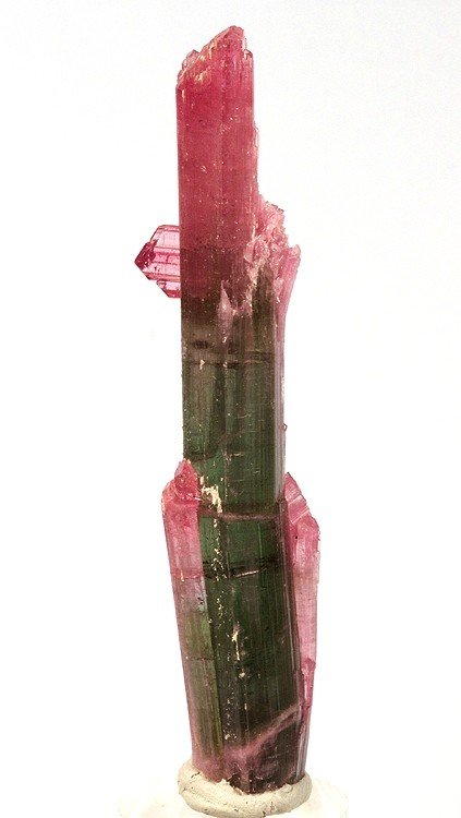 https://upload.wikimedia.org/wikipedia/commons/9/9b/Elbaite-234886.jpg,  By Rob Lavinsky, iRocks.com – CC-BY-SA-3. via Wikimedia Commons