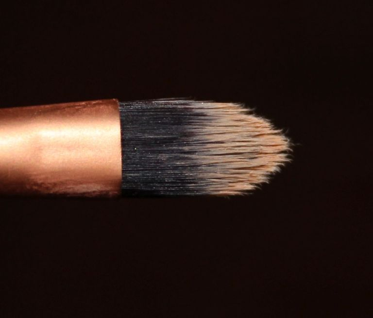 Real Techniques Detailer Brush tip